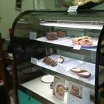 ナナハコ - 2014年6月中旬の店内♪シフォンケーキは木曜日~日曜日のみ販売♪他のスィーツも美味しいですにゃ(・∀・)試食させてもらったけど、チョコ系とか美味しい♪