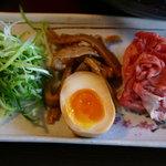 博多ラーメン 極麺うまか - 石焼つけ麺 松阪牛を最初にしゃぶしゃぶして食べます