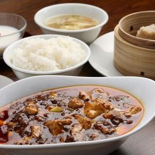 選べる辛さは3段階!熱々の四川伝統麻婆豆腐を召し上がれ!