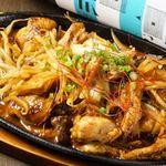 ガッツリ系!鶏肉と鶏ホルモンの味噌ダレ鉄板焼き