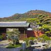 京料理 宮前 - 外観写真:椅子のお席からは八幡山がご覧頂けます。