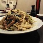 香園 - 黒酢冷麺のボリューム、わかりますか?