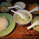 アジアンキッチン サワディー - 【ランチ】本場2色カレー&汁そばセット