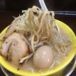 俺のドカ麺 - ドカ盛ラーメン塩(700円)野菜増し+味玉(ランチトッピング無料)麵リフト!!