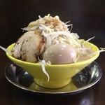俺のドカ麺 - ドカ盛ラーメン塩(700円)野菜増し+味玉(ランチトッピング無料)サイドビュー