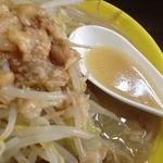 俺のドカ麺 - ドカ盛ラーメン塩(700円)スープ