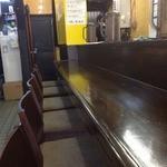 俺のドカ麺 - カウンター席のみのお店