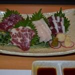 酒菜 ねむ太郎 - 馬刺し盛り合わせ。