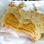 28395489 - クロワッサンBC。香ばしいクロワッサン生地にしっとりしたアーモンドケーキが入っている。