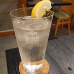 唐揚げと手作り家庭料理 あおば 大井町酒場 - 白水(水割り)