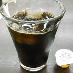 ホリーズカフェ - ダッチアイスコーヒーと琥珀シロップ
