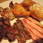 空桜 - 牛、豚、鶏のグリル