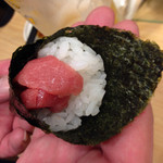 魚力寿司 - 鉄火巻き 162円