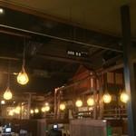 北の味紀行と地酒 北海道 - 店内は、天井も高く、開放的です。
