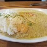 Kichi--Kichi - 先ずは後輩の頼んだ季節野菜のグリーンカレー700円、エビとトマトとタケノコを使ったピリ辛カレーです。