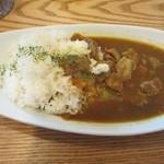 Kichi--Kichi - そして私の頼んだギュウースジバターカレー750円。  カタカナで書いてあったんで料理が来るまでどんなカレーだろうとワクワクしてましたがよく考えると牛筋バターカレーですね。