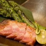 食楽幸房 - 厚切りベーコンとアスパラガスの炙り焼