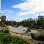 セント レジス ホテル - ロビー前にある日本庭園風の中庭
