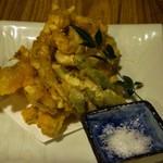呑酔庵 味季 - Vegetable tempura with salt.