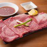 うなり - 贅沢に一枚肉でいただく『はみだしリブロース』