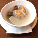 トラットリア ヴィーノ - アサリと揚ナスのスープ(ピッツァランチセット)