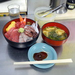 売店 清水 - 海鮮丼ご飯少な目(880円)