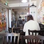 顧の店 刀削麺 - 全20席ほどの小さな店内