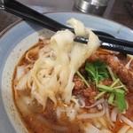 顧の店 刀削麺 - 麺は食感がいい