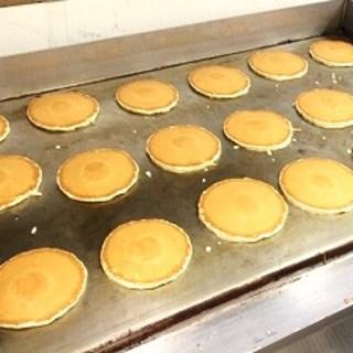 パンケーキ専用の巨大グリドルで焼き立てをご提供