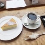 28406127 - エチオピアナチュラルとチーズケーキ