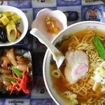 まがら食堂 - 料理写真:ラーメン(¥500)+ミニ牛丼(¥300)セット
