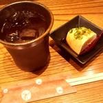 Okaichi - お通しの冷奴と黒霧島水割り(今回の写真分全部で1,800円)