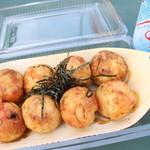 たこかふぇ - 料理写真:たこ焼きしょうゆ味400円、ラムネ150円