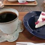 ことり - ことりブレンドとチーズケーキ