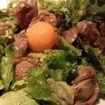 レストラン オカダ - 砂肝のコンフィ、解凍卵添え、サラダ仕立て