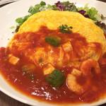 28425371 - サラダオムライス 海老とアボカドとモッツァレラチーズのトマトソース