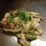弁慶 - かしわ・せせりと野菜、にんにくを炒めたやつ