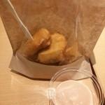 トマティーヨバーガーズ - チキンナゲット オーロラソース 290円 ソースは他にケチャップ、マヨネーズ、チリ