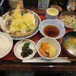 28433915 - 天ぷら定食 880円