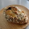 ル・グルニエ・ア・パン - 料理写真:カンパーニュ フリュノー 穀物でゴツゴツな感じ
