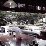 28436064 - でかいガラスは気持ちいい♪でもお客の車が目の前です。