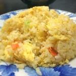 中華料理 哲ちゃん - 料理写真:炒飯。美味い。玉子がフワフワな炒飯。一人前で玉子2個は使ってるやろなあ。でも美味いなあ。今のところ唐揚げ1位、レバニラ2位、炒飯3位。いつの間にかほぼ満席状態。