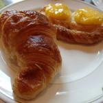 コーヒーショップ シンフォニー - クロワッサンとカスタードのデニッシュ