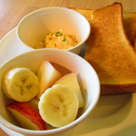 CAFE EST - トースト、玉子サラダ、フルーツ