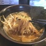 ラーメン いっこく - 和風とんこつの麺リフト♪