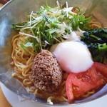 ガスト - 「温泉卵とシャキシャキ野菜の冷やしタンタン麺」(699円、846kcal)