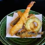 広尾 あいおい - 海老と稚鮎と夏野菜の天ぷら 塩でいただきました