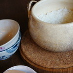 広尾 あいおい - 炊き立て土鍋ご飯 大食いの私らにちょうど良い量