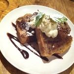 3rd Stone Cafe - 家庭的素朴さがくせになりそうな本日のパウンドケーキ550円。今日はバナナとココアのマープル。甘さ控えめもいいわ~♪( ´▽`)