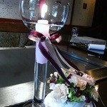 横浜うかい亭 - お祝いのキャンドルと花。